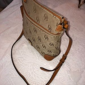 Crossbody Dooney & Bourke purse